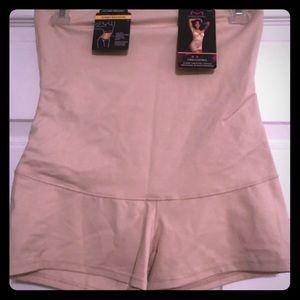 NWT Maidenform Control High Waist Boy Shorts